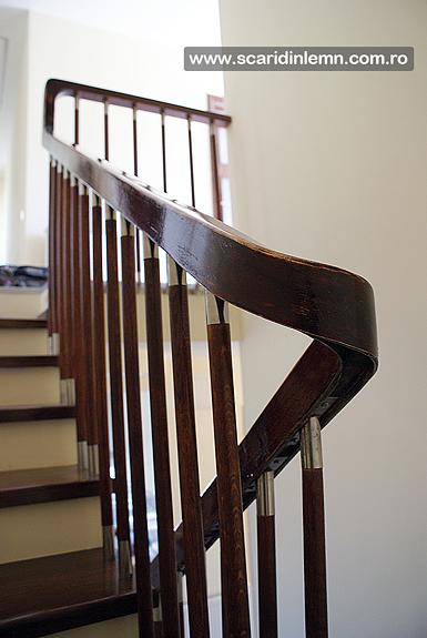scara interioara din lemn balustrii cu terminatii de inox si placare trepte de lemn masiv pret bun